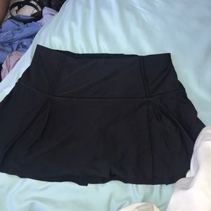 pleated LULU size 8 skirt